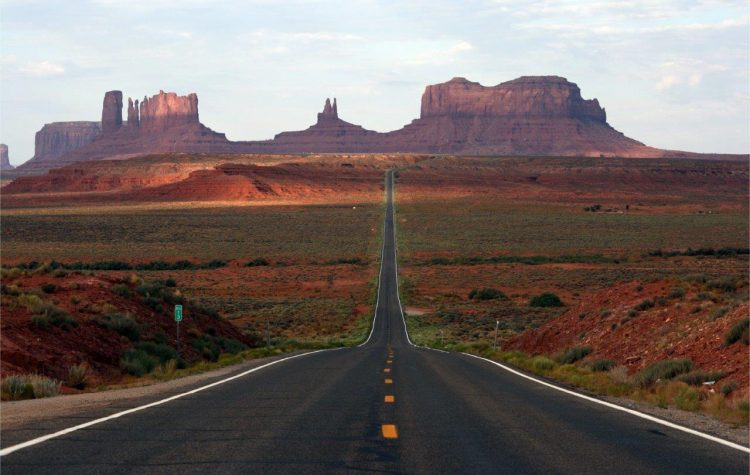 Spectacular Monument Valley on US Highway 193