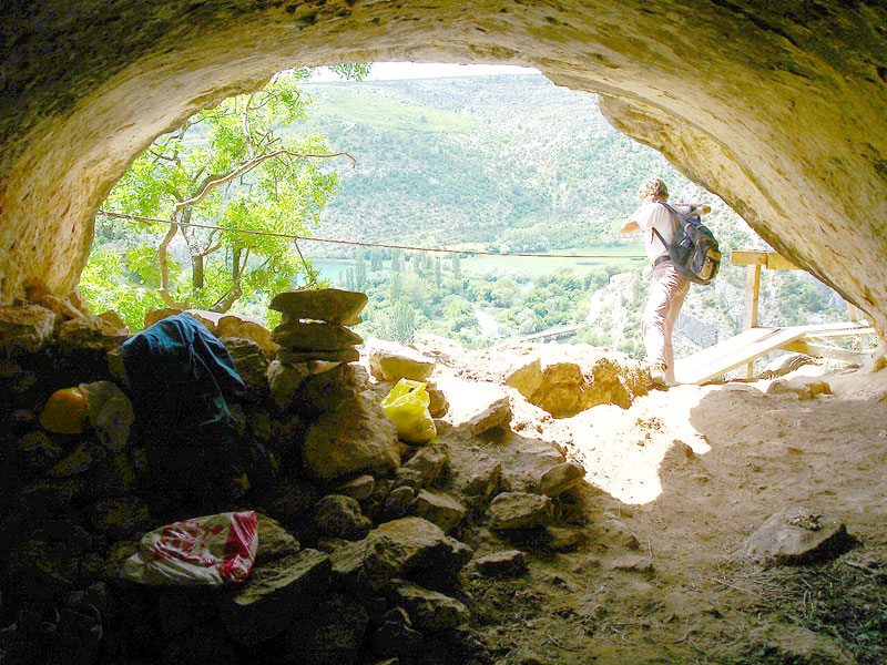 ozidana pecina cave
