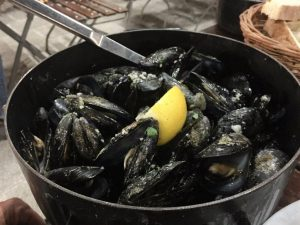 Steamed Muscles in garlic sauce