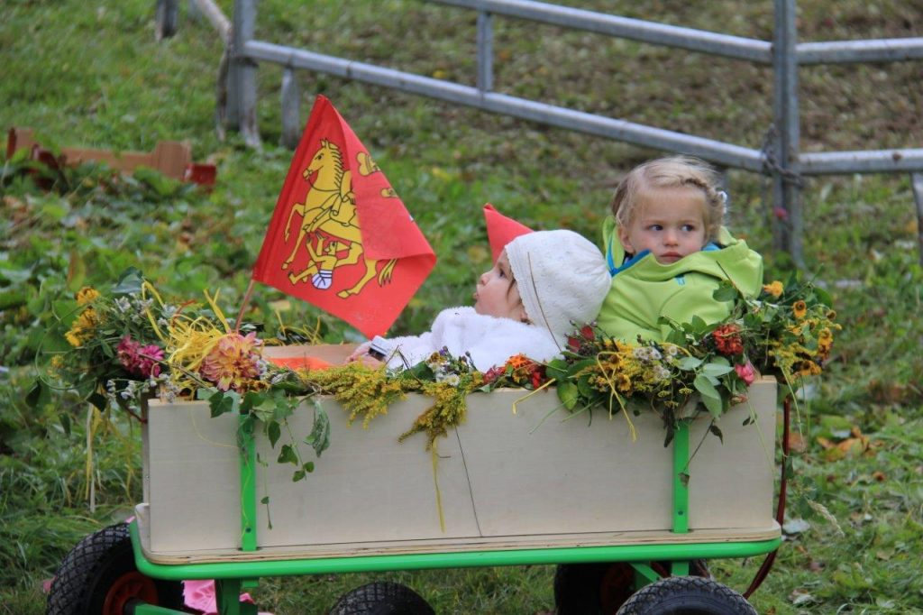kids in Flims CH AlpAbzug