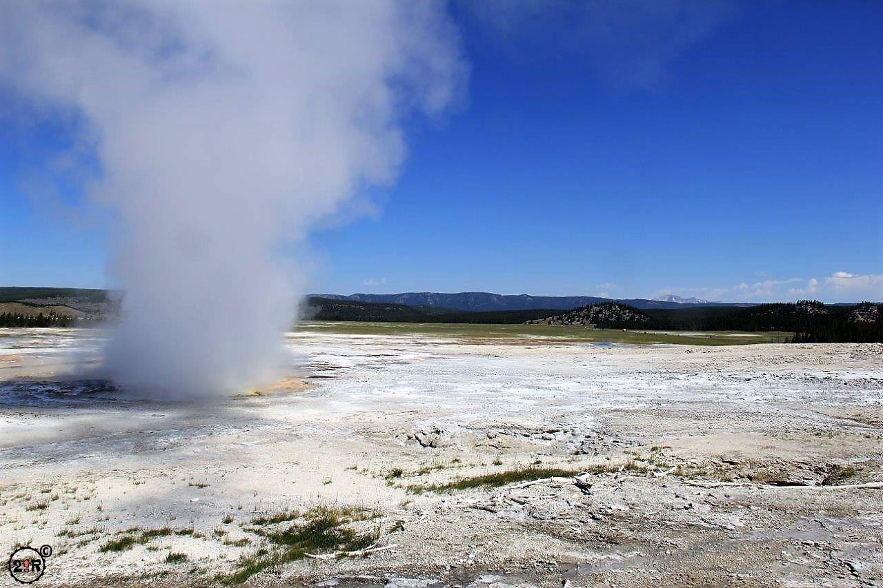 twoupriders-yellowstone-geyser_5978