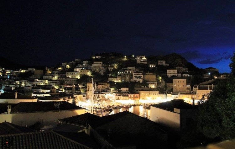 Hydra at Night